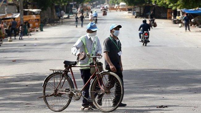 Hindistan'da sokağa çıkma yasağına uymayanlara ilginç ceza
