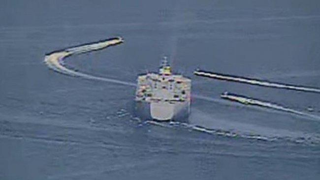 Körfezde tansiyon yükseldi: İran botları ABD savaş gemilerini taciz etti
