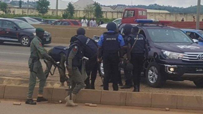 Nijerya'da sokağa çıkma yasağına uymayan 18 sivil öldürüldü!