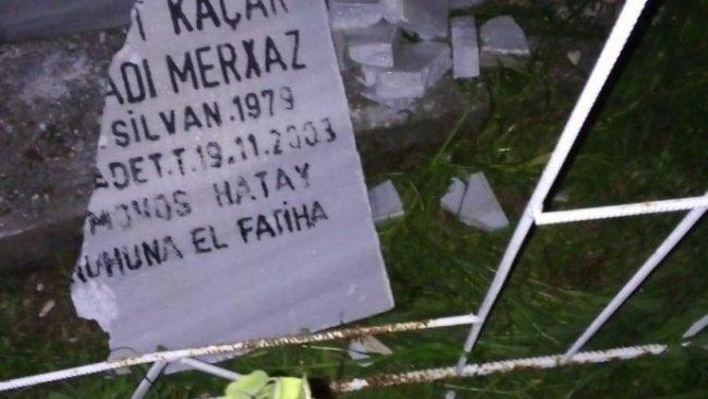 Mezar taşlarında da Kürtçeye yer yok
