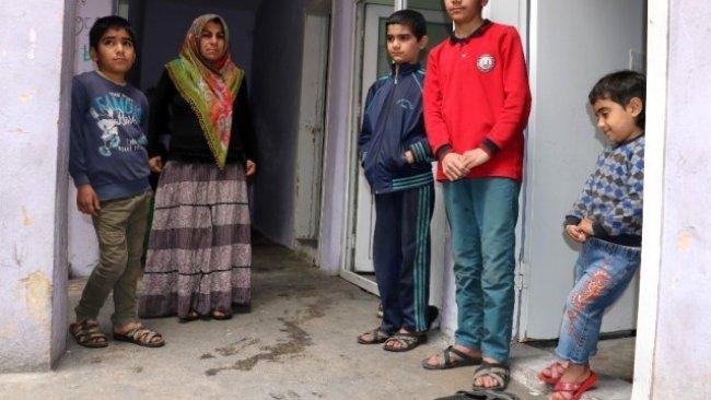 Urfa'da bir aile yoksulluktan çocuklarını yurda verecek