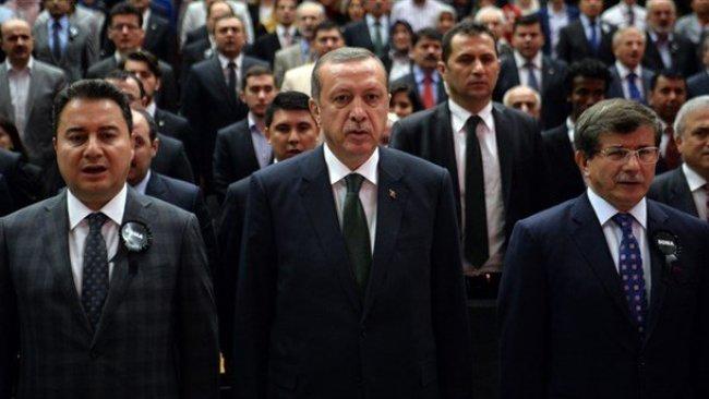 MetroPOLL anketi: Erdoğan'ın popülaritesi düşüyor, Davutoğlu ve Babacan yükselişte