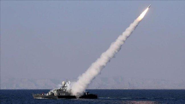 İran, tatbikatta kendi gemisini vurdu