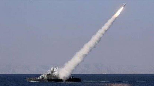 İran Basra Körfezi'nde kendi vurduğu askerleri için tören düzenledi