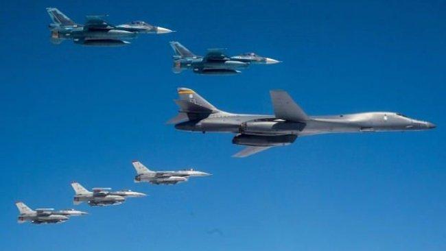 Rus savaş uçakları ABD bombardıman uçağının önünü kesti