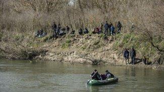 Yunanistan'dan Türkiye sınırına 200 kilometrelik bariyer