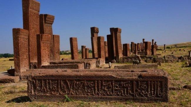 Mustafa Balbal: Ahlât Selçuklu Mezarlığı söylemi ütopik bir söylemdir