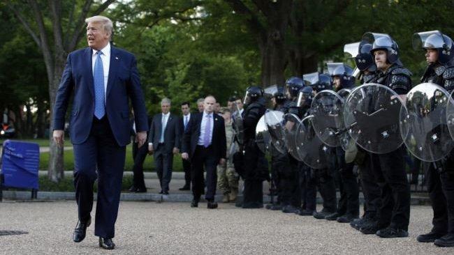 Trump, gösterilere müdahale için ağır silahlı askerleri görevlendirdi