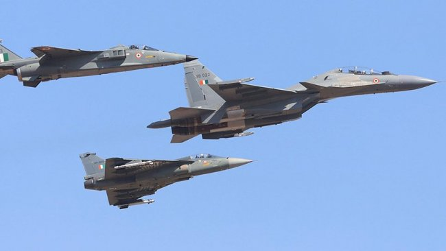 Hindistan, Çin ile çatışmanın ortasında 33 Rus savaş uçağı alıyor