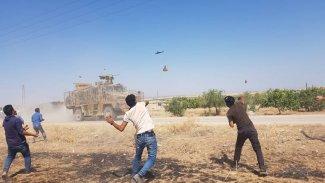 Kobane'de Rus-Türk devriyesi protesto edildi
