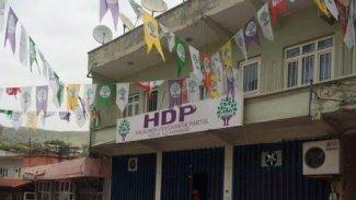 Batman'da HDP binasına baskın: Parti yöneticileri binaya çağrıldı