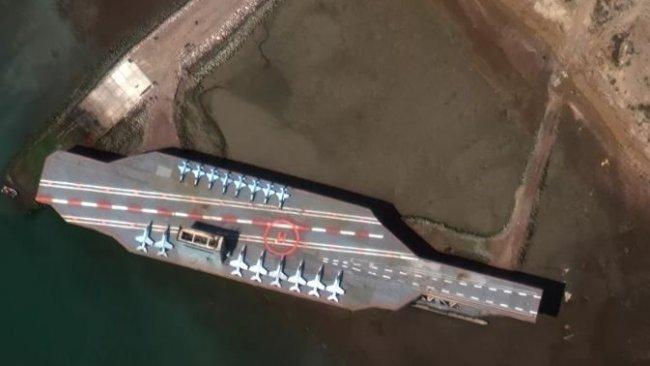İran'dan sahte ABD uçak gemisiyle gövde gösterisi