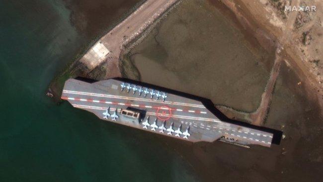 İran maket gemiyi füzelerle vurdu, ABD alarma geçti