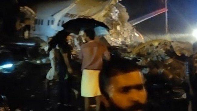 Hindistan'da 191 yolculu uçak düştü: Ölü ve yaralılar var