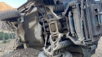 Hakkari'de zırhlı araç devrildi: 2 ölü