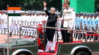 Eski Hindistan Devlet Başkanı Mukherjee Covid-19'dan hayatını kaybetti