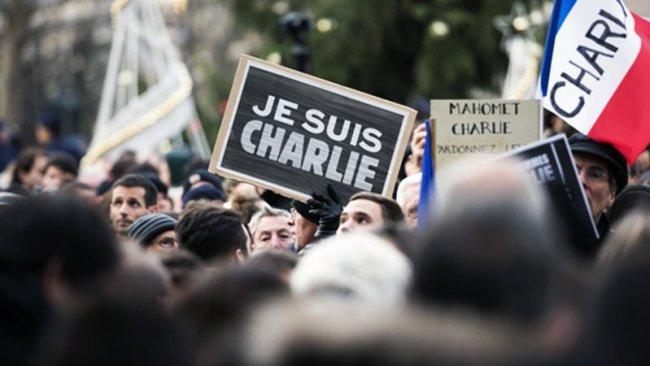 Charlie Hebdo, Hz. Muhammed karikatürlerini yeniden yayımlıyor