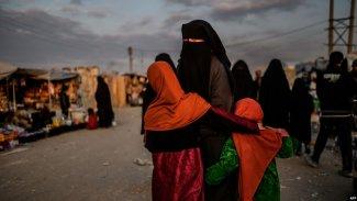 IŞİD mensupları ve aileleri el Hol'dan Roj kampına gönderiliyor