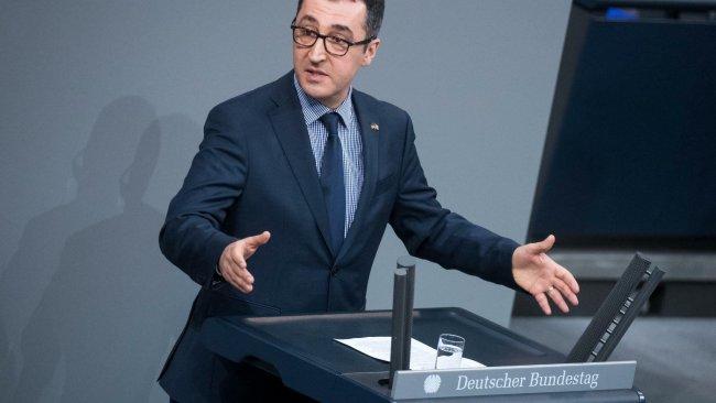 Cem Özdemir'den Alman Hükümetine: Neden Kürtçe yok?