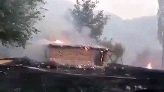 Haftanin'de şiddetli çatışmalar: Ateş çemberinde kalan bir köy yandı!