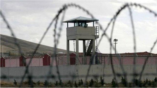 Cezaevinde Kürtçe şarkıya uyarı cezası