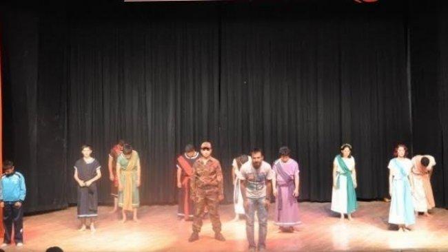 PAK: Kürtçe Tiyatro Oyununun Yasaklanması Kürt Karşıtlığının Bir Göstergesidir