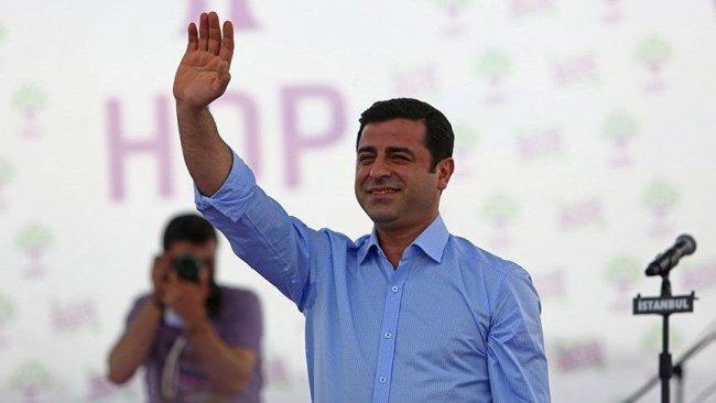 Demirtaş'tan mesaj: 'Siyasetin bunca kirlendiği zamanda sen bir pırlantasın HDP'