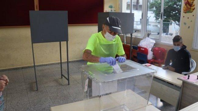 Kuzey Kıbrıs'ta seçmenler yeniden sandık başında
