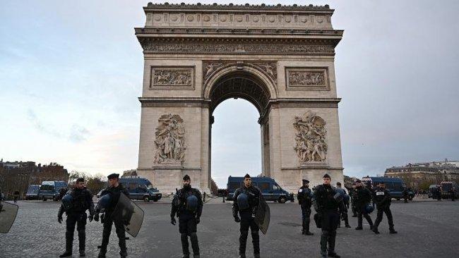 Fransa'nın başkenti Paris'te bomba alarmı verildi!