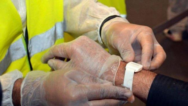 Koronavirüs hastalarına elektronik bileklik takılacak