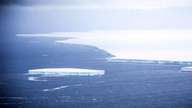 Dünyanın en büyük buzulu koptu