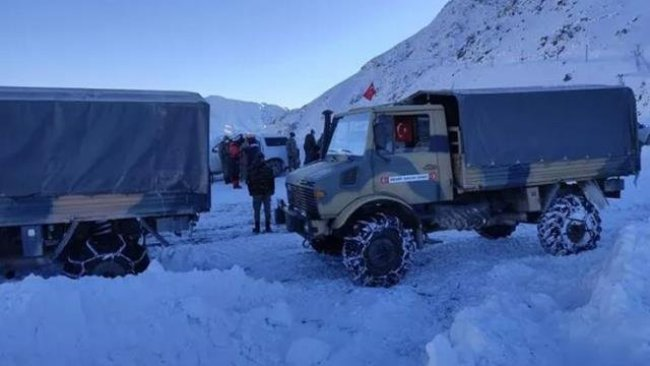 Hakkari'de askeri üs bölgesine çığ düştü