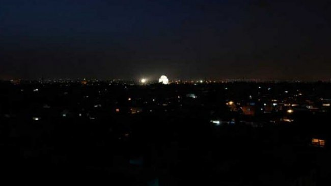 Pakistan karanlığa gömüldü