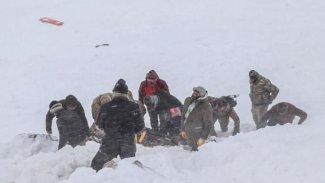 Van sınırında çığ altında kalan kolberlerin cansız bedenine ulaşıldı