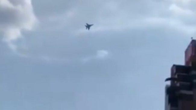 Ermenistan'da ordu Su-30 savaş uçaklarını havalandırdı