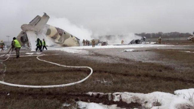 Kazakistan'da askeri uçak düştü: 4 ölü