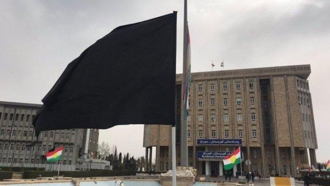 Kürdistan Parlamentosu'nda siyah bayrak çekildi
