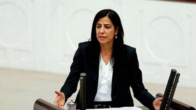 Mahkeme başkanından Ayla Akat'a: 'Cezaevine girenlerde neden bir Kürtçe hayranlığı başlıyor?'