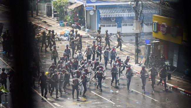 12 ülkeden Myanmar''a göstericilere karşı 'ölümcül güç kullanımına' kınama