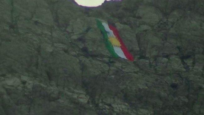 Hawraman bölgesine Kürdistan Bayrağı asıldı