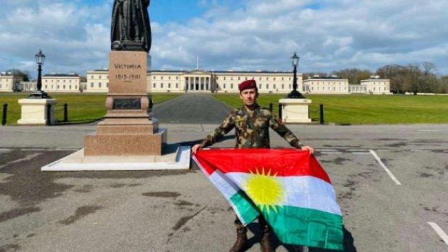 Emir Mehdi, İngiliz Kraliyet Askeri Akademisi'nden mezun olan ilk Kürt Peşmerge subay oldu