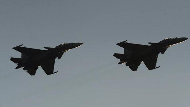 Savaş Uçakları IŞİD mevzilerini bombaladı çok sayıda militan öldürüldü