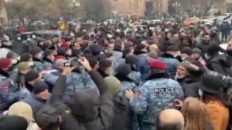 Erivan'da polis ve göstericiler arasında çatışma