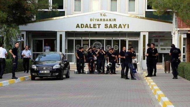 Diyarbakır'da gözaltına alınan 12 siyasetçi tutuklandı