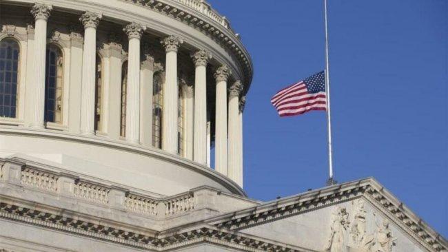 ABD'de bayraklar yarıya indiriliyor