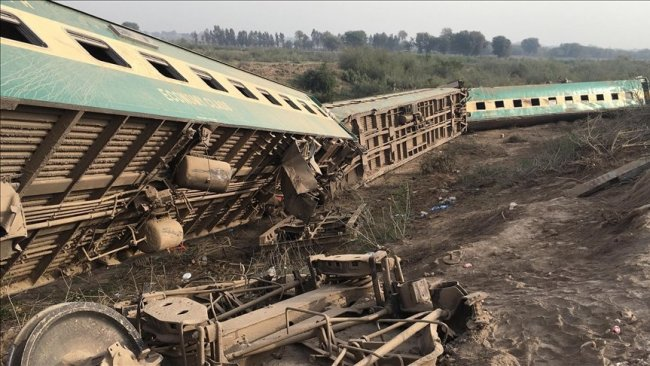 Pakistan'da tren faciası: 30 ölü, 50 yaralı