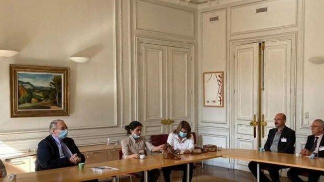 Rojava heyeti, Fransa Parlamentosu'nda, Dış İlişkiler Komitesi ile bir araya geldi