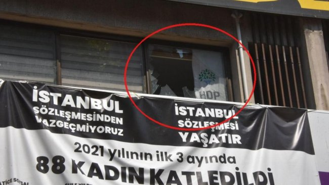 İzmir'de HDP binasına saldırı: Bir kişi hayatını kaybetti