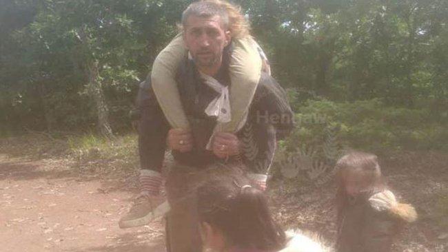 Kürt mülteci, göç yolunda ölen eşini sırtında taşıdı