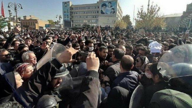 İran'da protestoculara sert müdahale: 100 gözaltı